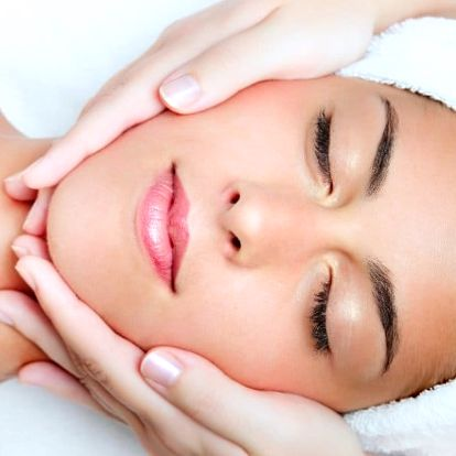 Kosmetický relax včetně masáže a zábalu zad