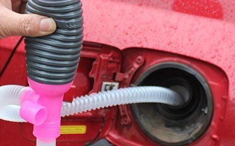 Pomůcka pro odsávání benzínu či oleje z automobilu