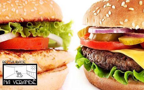 Hovězí nebo kuřecí burger s přílohou pro až 4 osoby v restauraci Na Verandě v Praze