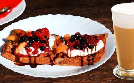 Frappé trochu jinak a špaldové wafle s ovocem