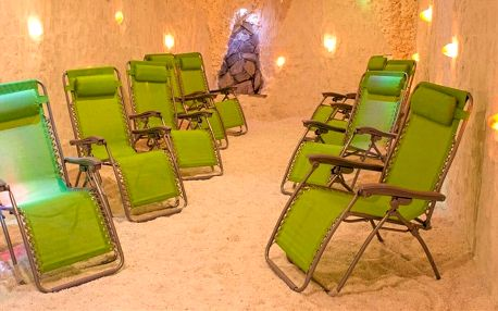 Vstupy do solné jeskyně v Kotvě