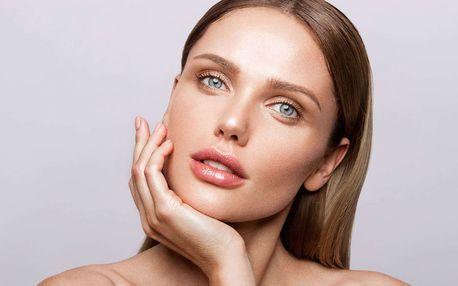 Permanentní make-up rtů nebo úprava obočí vláskováním