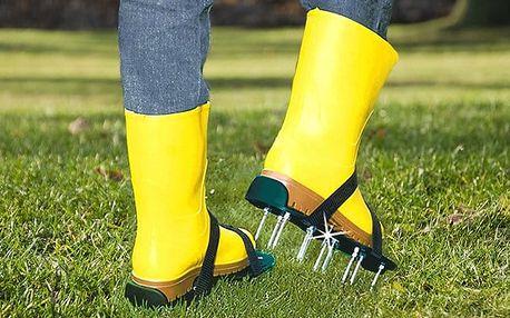 Sandály s ocelovými hroty pro kultivování trávníku