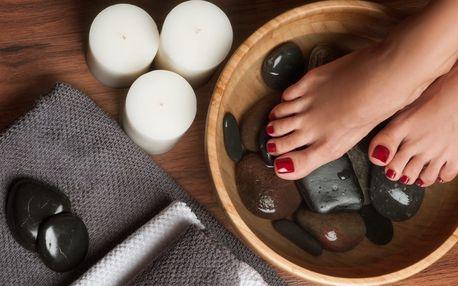 Ošetření a úprava nehtů včetně lakování