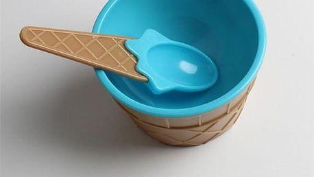 Miska na zmrzlinu se lžičkou