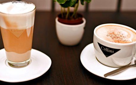 Dvě kávy v novém café & clubu blízko Národní
