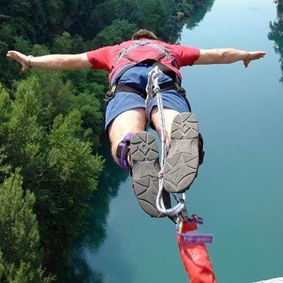 Bungee jumping z mostu - ten pravý adrenalinový zážitek