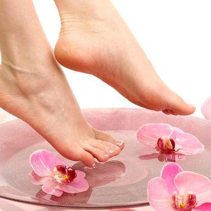Profesionální mokrá pedikúra pro dokonalé nohy