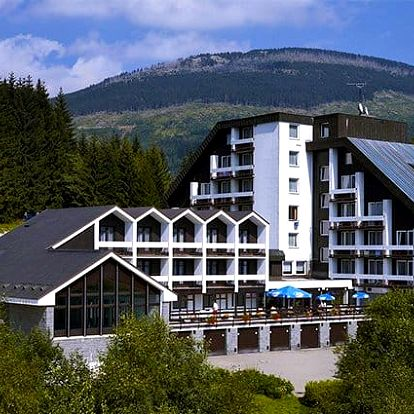 3–5denní pobyt s polopenzí bazénem v hotelu Astra*** ve Špindlerově Mlýně pro 2