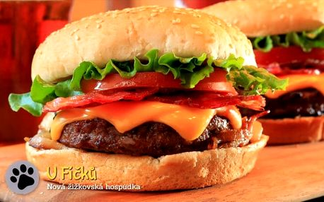 Dva mega burgery a 200 g hranolků s česnekovým dipem v hospůdce U Fíčků v Praze