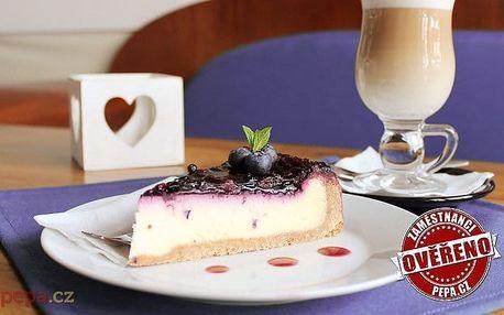 Lahodný cheesecake s nápojem dle výběru v pražské kavárně Sweetcakes