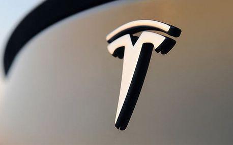 30minutová jízda či spolujízda v supersportovním elektromobilu Tesla Model S P85+ v Praze
