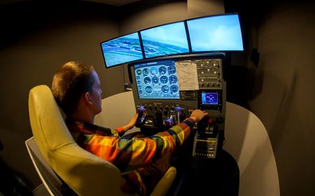 Letecký trenažér malého sport. letadla - pohyblivý