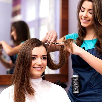Dámský kadeřnický balíček 5 v 1 s možností barvy. Mytí vlasů, regenerace, střih, foukaná a styling.