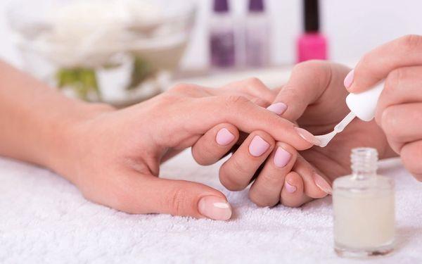 Pečlivá manikúra vč. lakování barevným gel lakem