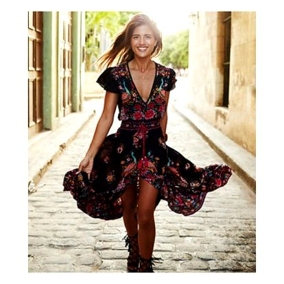 Dlouhé šaty s asymetrickou sukní a červeným květovaným vzorem - vel. 4