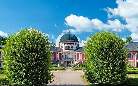 Romantický pobyt u zámku Veltrusy s polopenzí a vstupem na výstavu historických kočárů