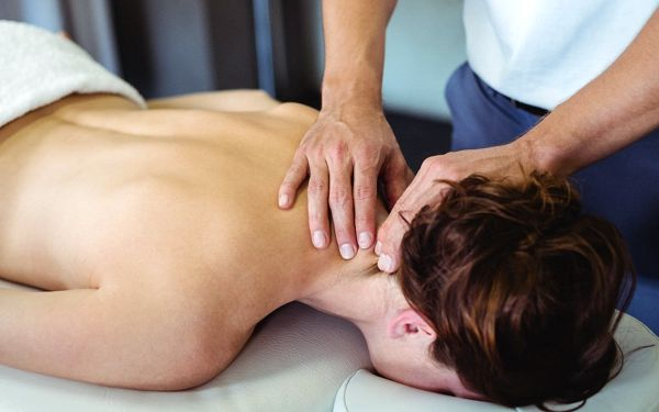 Fyzioterapie s masáží či tejpováním