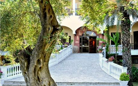 Řecko - Korfu na 8 dní, polopenze nebo snídaně s dopravou letecky z Prahy nebo Brna