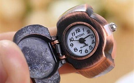 Prstýnkové hodinky s lebkou