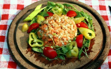 Vegetataráček s topinkami, salát a 2x Campari