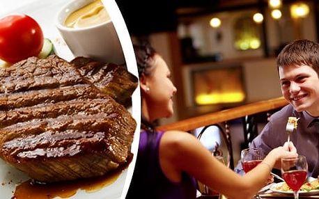 Skvělý XXL Mix Gril v Praze.300 g steak z vepřové krkovice, 300 g steak z kuřecích prsíček, k tomu hranolky, pečené brambory, bramborové placičky, domácí omáčky (barbeque, bylinková) v restauraci Baba Jaga.