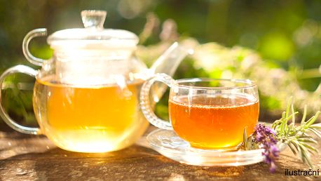 Konvice ledového čaje nebo osvěžujícího nápoje