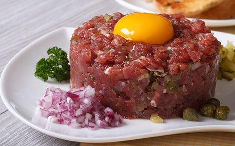300g hovězí tatarák s neomezenou konzumací topinek v restauraci hotelu Millenium ve Varech