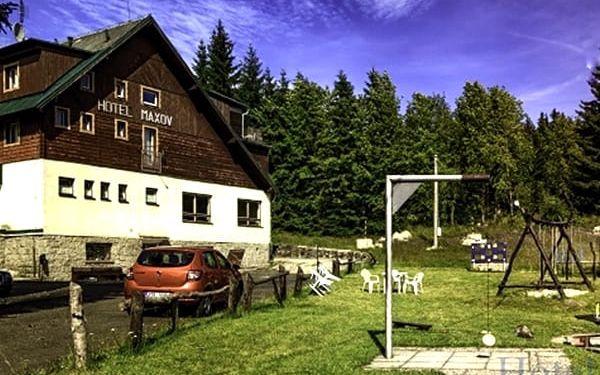 Pobyt v hotelu Maxov pro dva s polopenzí a saunou a zapůjčení kol, na výběr i varianta dítě zdarma.