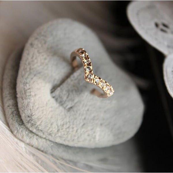 Prsten zaoblený ve zlaté barvě