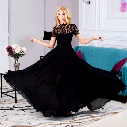 Nádherné dlouhé šaty s květovanou aplikací
