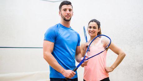 Vstupy na squash s trenérem + iontový nápoj