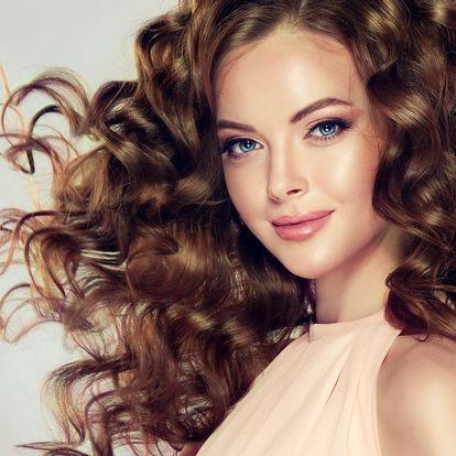 Regenerace vlasů po létě pomocí tekutých krystalů