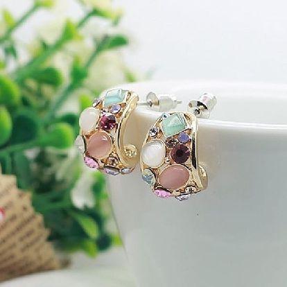 Oživte svůj outfit romantickým šperkem, který vás nikdy nezklame. Podpoří krásu a eleganci své nositelky!