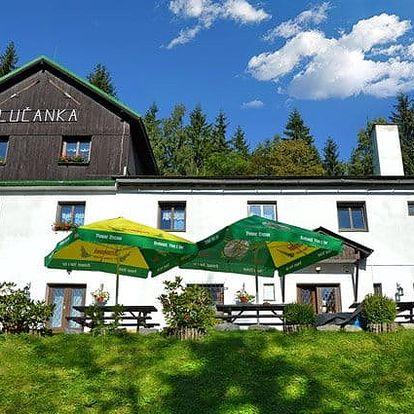 3 až 6denní pobyt s polopenzí, skipasem a vínem pro 2 v chatě Lučanka v Jizerských horách