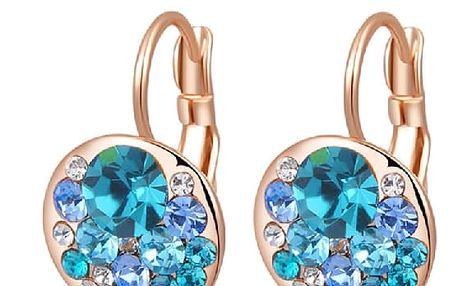 Sexy zlaté naušnice s modrými krystaly. Dokonalý šperk pro každou příležitost.