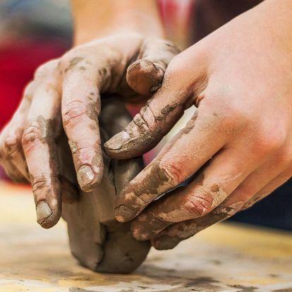 Keramický workshop: soška z hroudy hlíny