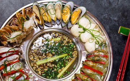 Dnes vaříte vy: vietnamské Lau s dary moře