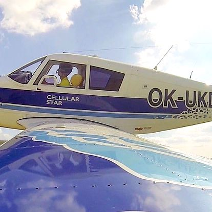 Zážitkové lety nad Karlštejnem či Orlíkem