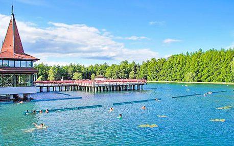 Maďarské jezero Hevíz s wellnessem pro dva