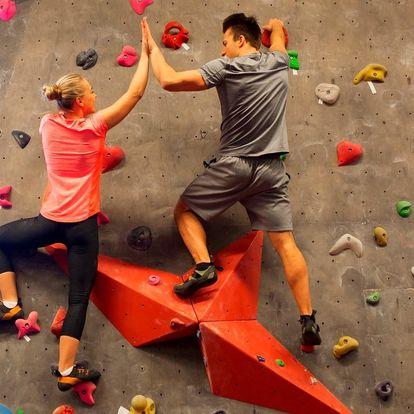 Kurz na lezecké stěně pro jednotlivce i rodinu