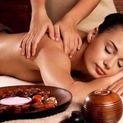 Náladu povzbuzující aroma-terapeutická masáž zad