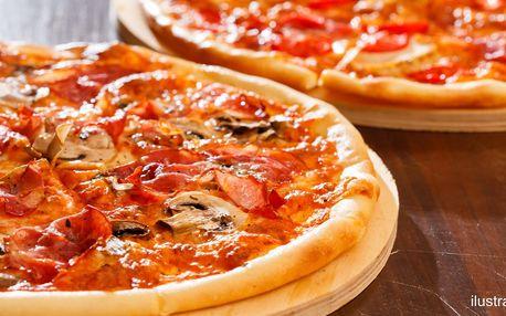2× velká pizza s sebou o průměru 40 cm