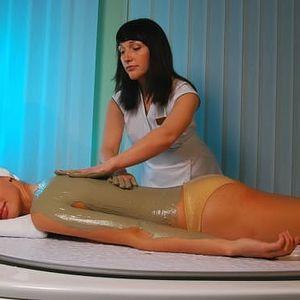 60min. relaxační masáž zad, krku a šíje + skořicový nebo bahenní zábal z Mrtvého moře