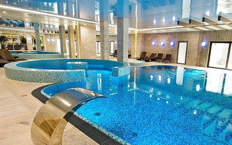 Molo Resort, Moderní resort s bazénem a pláží na břehu umělého jezera