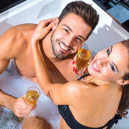 Relax ve vířivce a sauně: 120 minut a jen vy dva