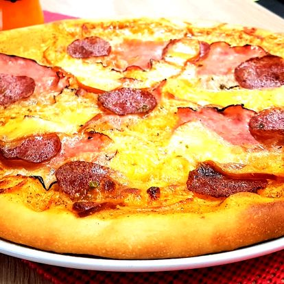 Křupavá pizza a Cappy džus dle výběru