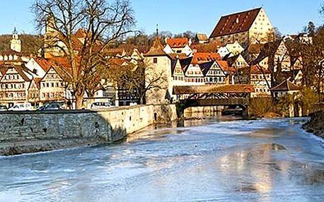 Adventní trhy a běh čertů v rakouském Badenu. Možnost koupání v Římských lázních.