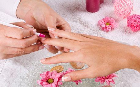 Manikůra se zpevněním nehtů a gel lakem