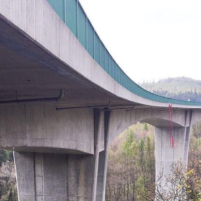 Seskok z nejvyššího mostu v ČR
